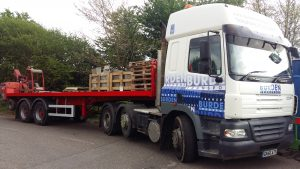 DAF CF coupled to urban trailer with forklift